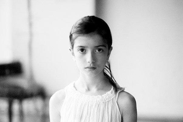 Enfant par Béatrice Cruveiller, photographe professionnelle à Paris